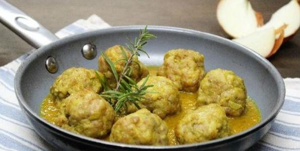 Albóndigas de pollo con salsa curry