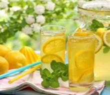 Limonada con menta y jengibre